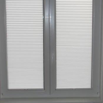 okna z zaslonietymi oknami