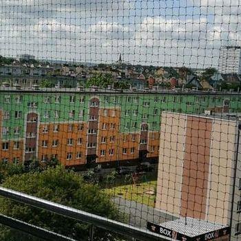 siatka na balkon z widokiem na niebo