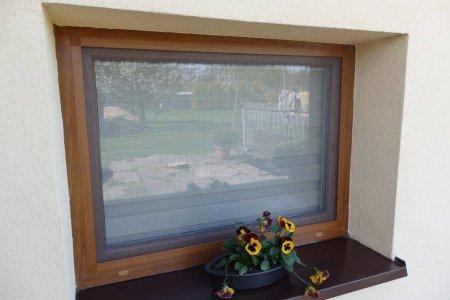 Moskitiery okienne z kwiatkiem