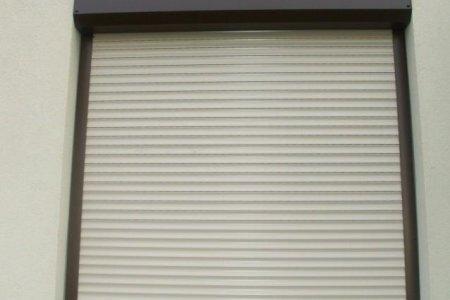 roleta zabezpieczajaca na calym oknie